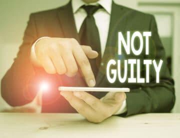 נאשם בעבירה פלילית אך יצא זכאי: האם מגיעים לו פיצויים?