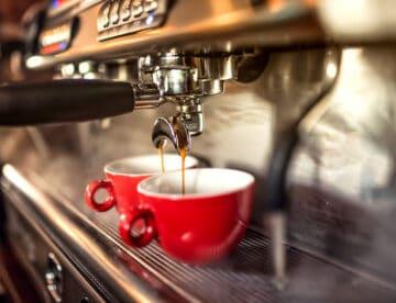 בעל בית קפה בתל אביב ניכה חשבוניות פיקטיביות בשווי 100 אלף שקלים, עונשו הומר לתשלום כופר