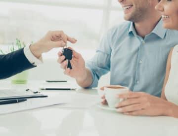 """בעלי חשבונות בחו""""ל ושוכרי דירות מככבים במצעד החלטות הכופר"""